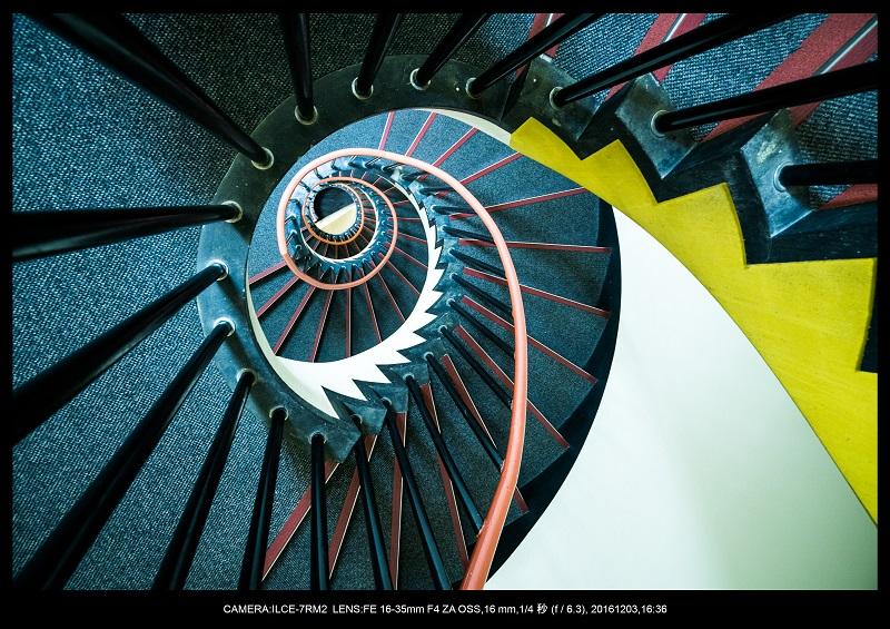 名古屋SPIRAL・スパイラルDNAな螺旋階段に萌えた5.jpg