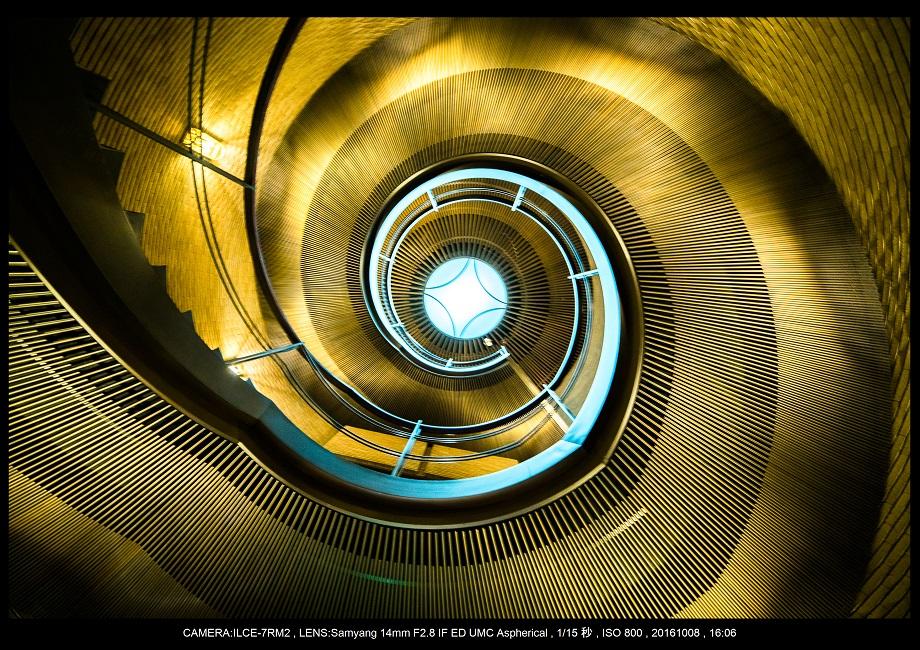 20161008大阪螺旋階段建築spiral0.jpg