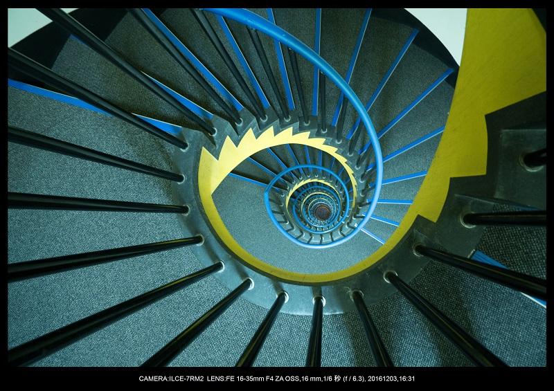 名古屋SPIRAL・スパイラルDNAな螺旋階段に萌えた2.jpg