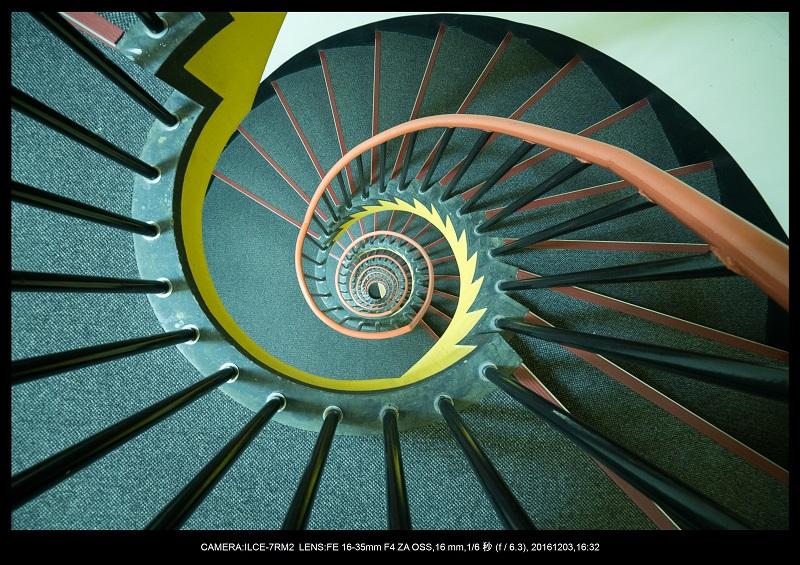 名古屋SPIRAL・スパイラルDNAな螺旋階段に萌えた3.jpg