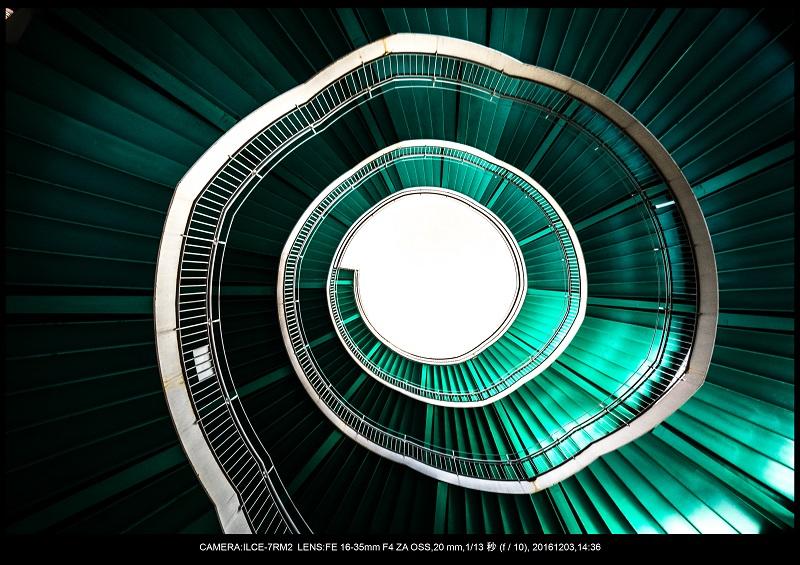 浜松SPIRAL・スパイラルDNAな螺旋階段に萌えた1.jpg